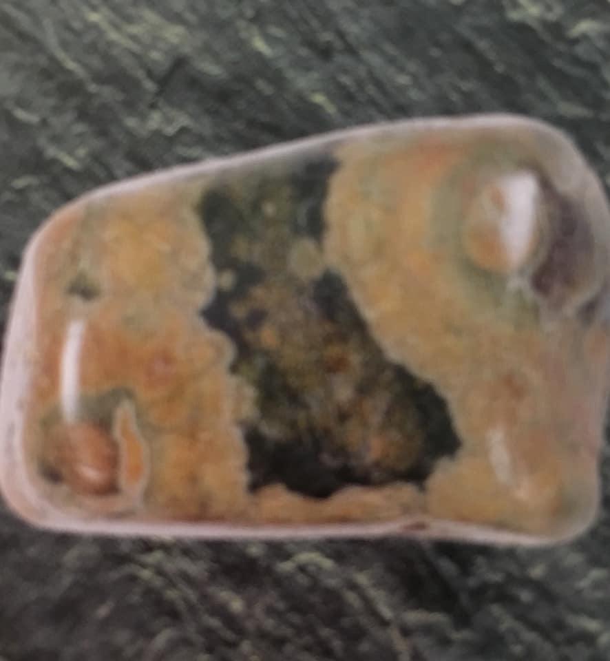 Maura Luperto – Riflessioni – La magia delle pietre RIOLITE